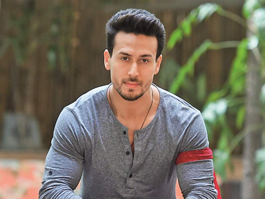Here Is How Tiger Shroff Keeps In Touch With His Fans