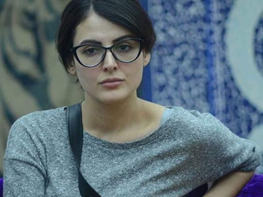 Mandana Karimi Alleges Producer For Harassment, Producer Calls Her Unprofessional