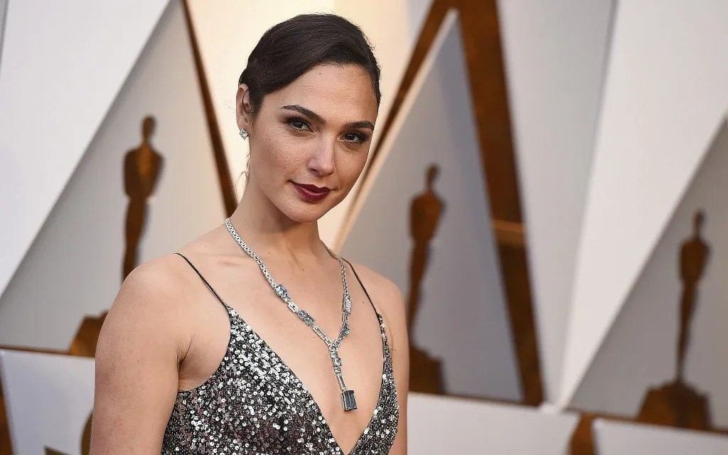 Gal Gadot To Once Again Reunite With Producer Charles Roven And Richard Suckle For A Sci-fi Romance
