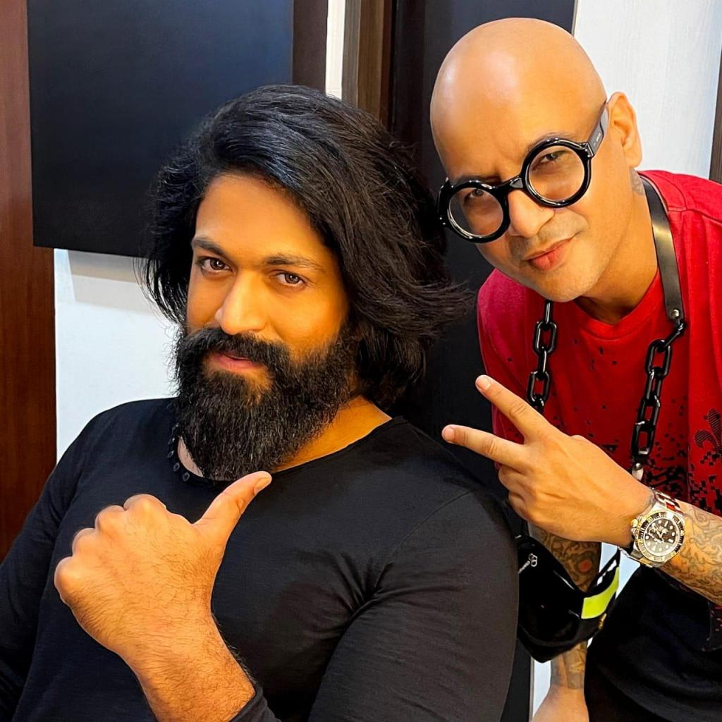 Check Out The Tantalising Sneak Peak Of Superstar Yash's New Look!