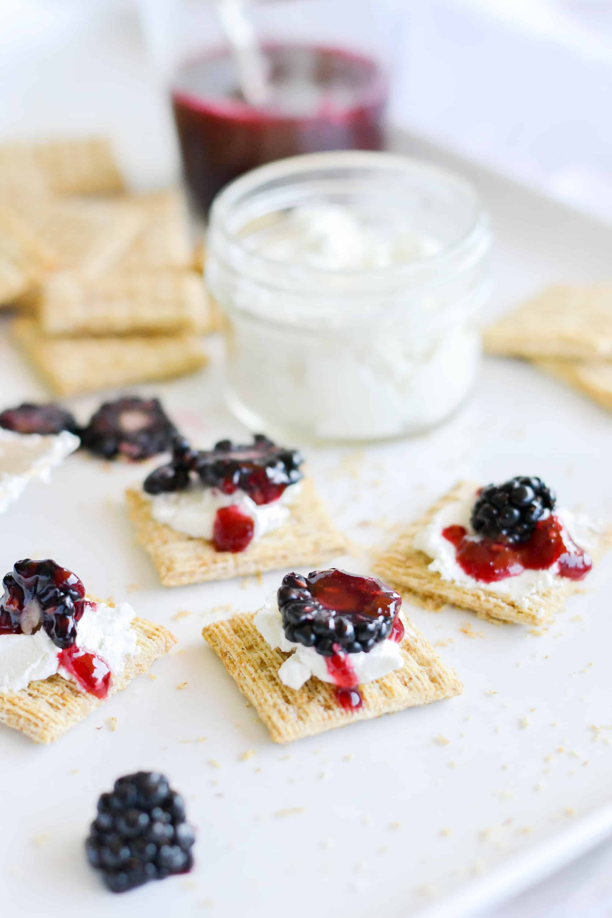 triscuits with blackberries and goat cheese