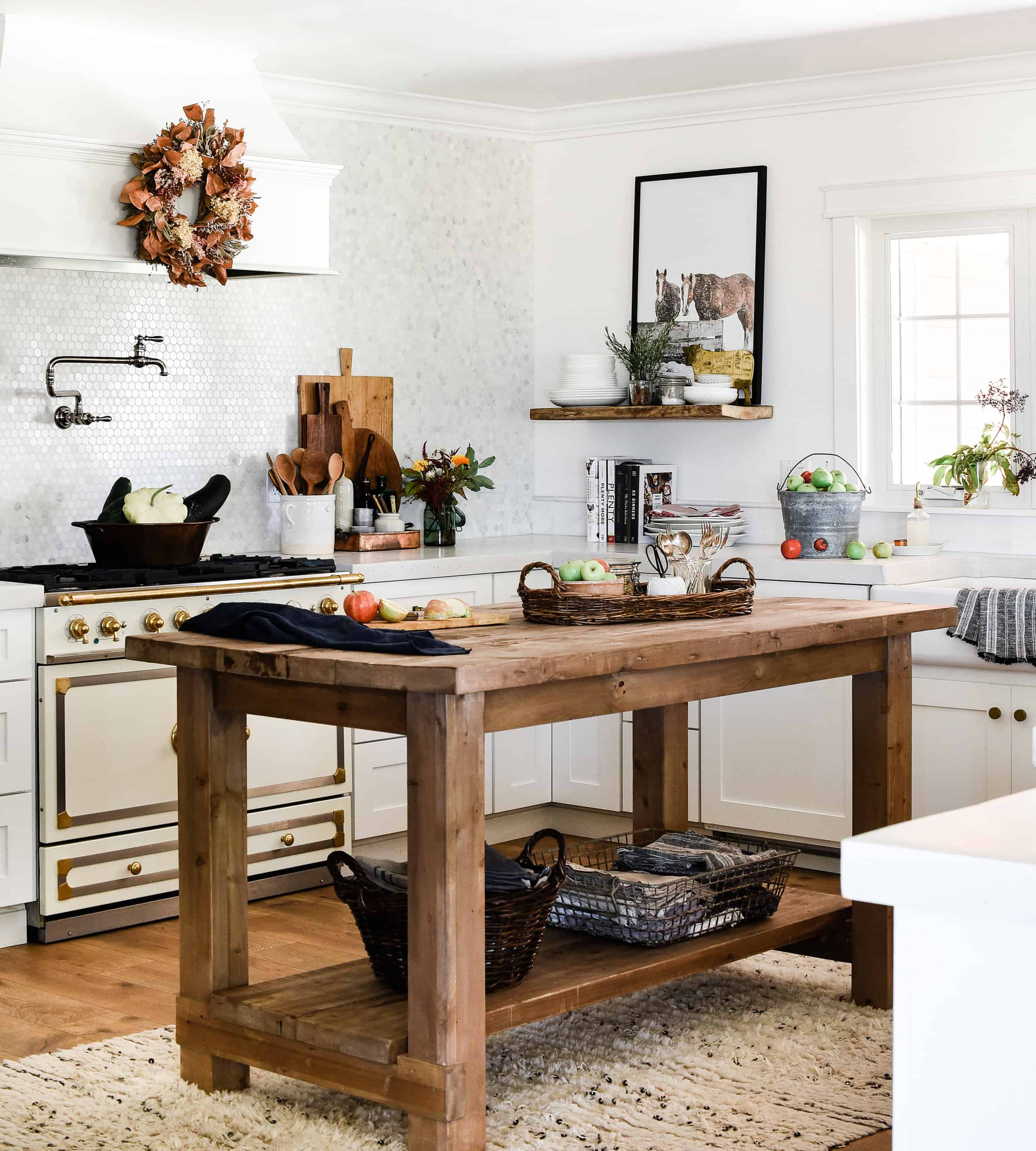 Get inspired to decorate this season with fall decorating ideas from these sixteen beautiful kitchens!