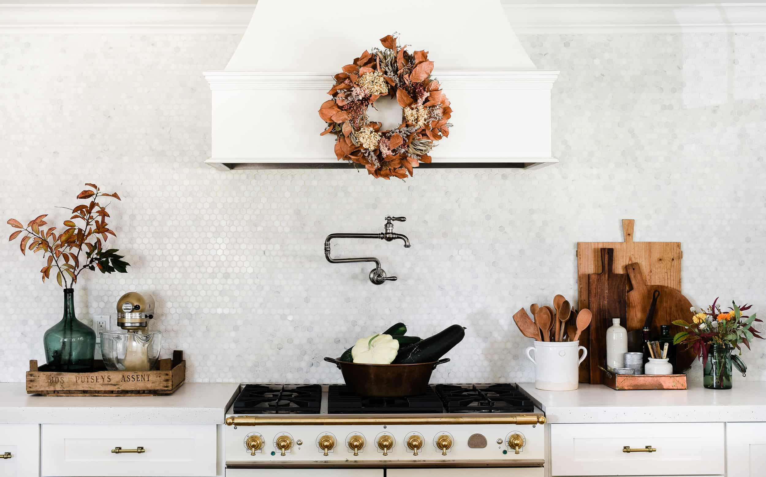 Four things you should know before you pour white concrete countertops in your home! The pros and cons of cement in the kitchen!