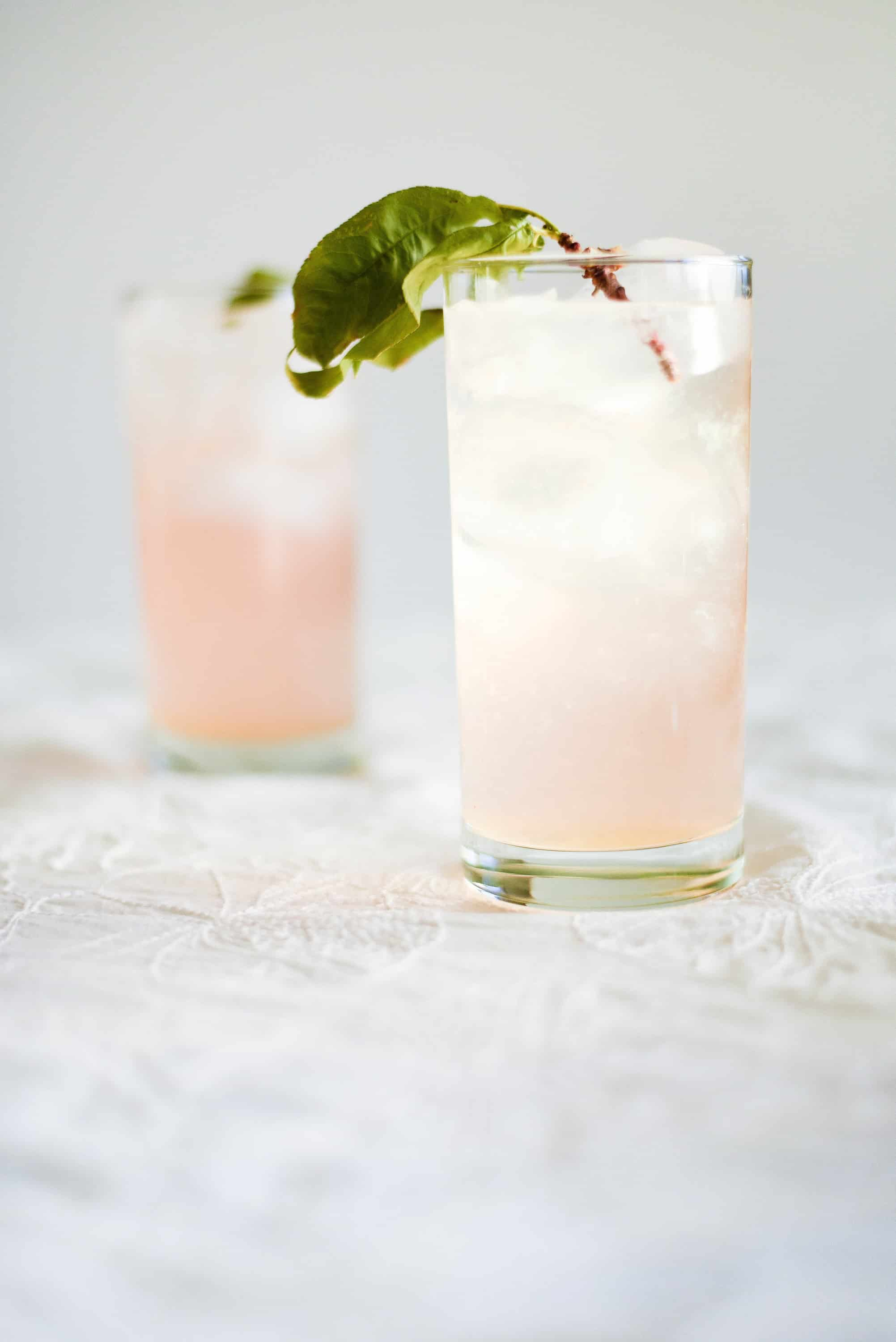 A bubbly summer cocktail with peach puree & peach Schnapps!