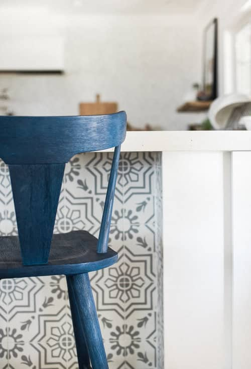 Let's talk kitchen design! Here are some of my favorite kitchen stools for getting that modern farmhouse look!