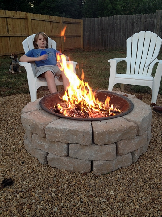 Make your own diy backyard fire pit cheap weekend project - Build your own outdoor fireplace ...