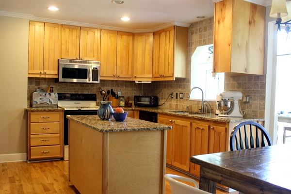 So There You Can See It Right Up Against The Cabinets On That One Wall On  The Far Left, And Also Next To The Backsplash.