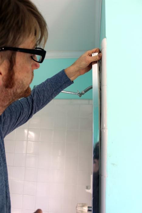 remove-a-shower-door4