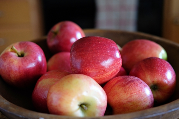 Boxy Colonial Spring Home Tour: bowl of apples