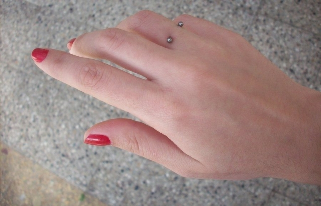 pretty-piercing-on-hand-with-barbell-e1467490761445.jpg
