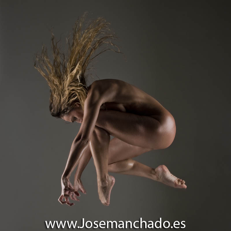catwoman_jump_by_josemanchado