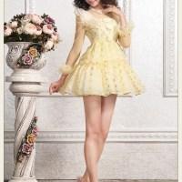 Mellow Yellow Ladies In Bikinis, High Heels And Stockings