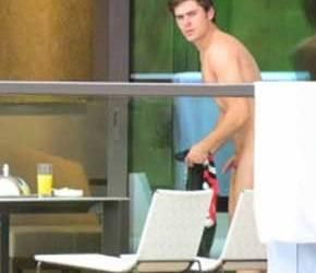 Só na coceirinha | Zac Efron apalpa o pau e exibe a bunda em varanda de hotel