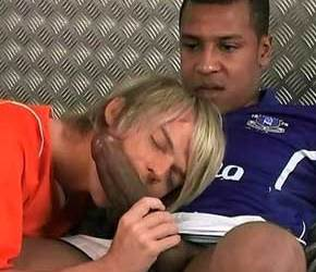 Sexo no futebol | Drew Brody destruindo o cu do loirinho