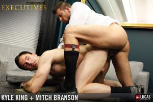Troca-troca entre executivos sarados - Mitch Branson e Kyle King