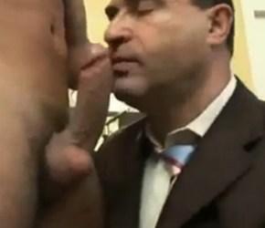 Short Fuck - Garoto de programa comendo empresário casado