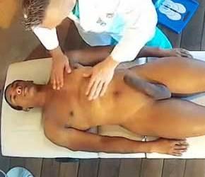 Abusando do negão durante exame médico