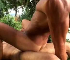 Leo Dotado socando em Gabriel Liarh no jardim