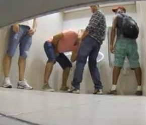 Pegação entre machos no Shopping Tatuapé Boulevard - Amador
