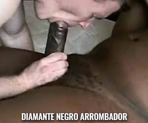 Negro do pau grosso faz gala escorrer do cu do branquelo - Amador