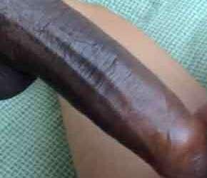 Novinho arrebentado por um pau negro e grande
