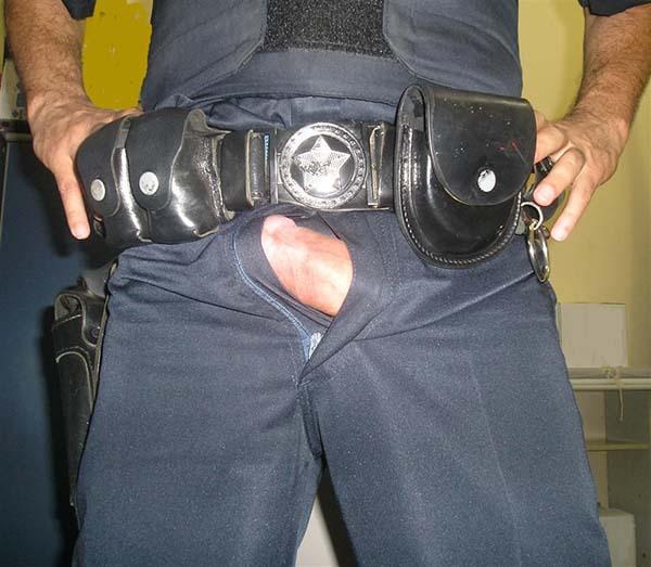 mala dura na calça do policial militar macho