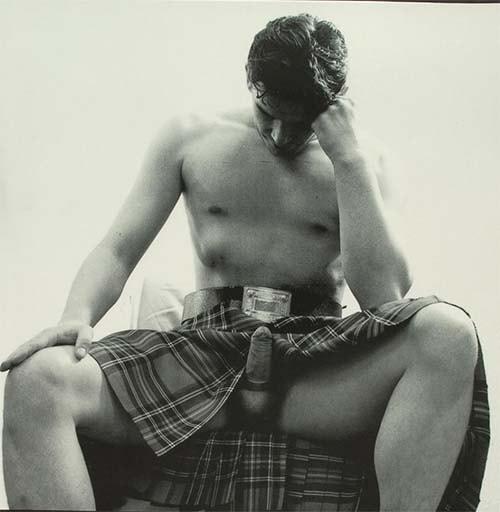 homem pau duro usando kilt