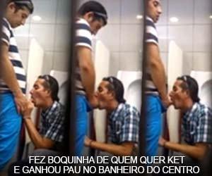 Cafuçu pede uma mamada pro manja rola do banheiro público