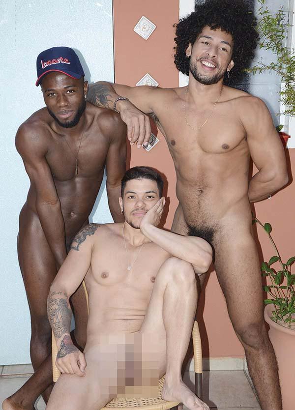 homem trans abre o bucetao pros amigos dotados