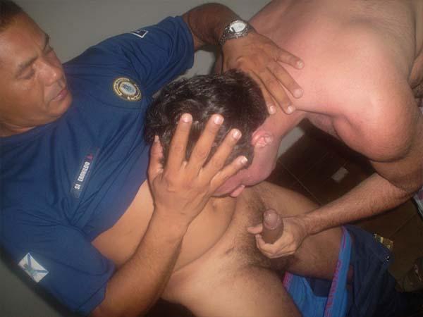 gay transando com guarda municipal