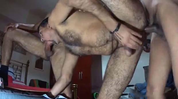 homem maduro peludo sexo anal bareback