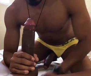 Ronny Aislan arregaçando cuceta na orgia pica preta - Negros Pau GG