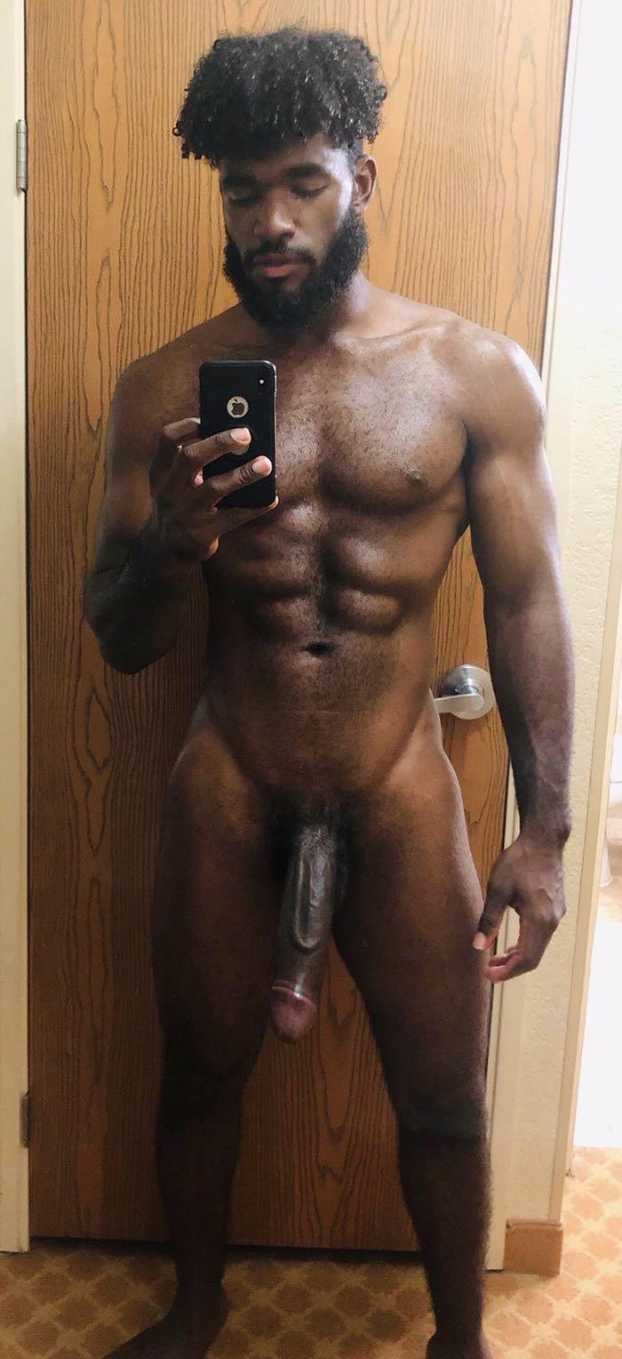 Negros Dotados: homem afro sarado e mega pau aloprado mole