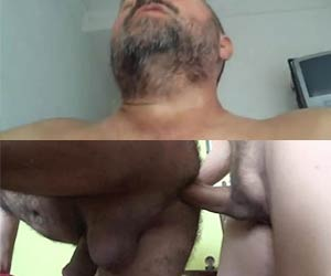 Macho ao natural coroa orgasmo no cu do puto