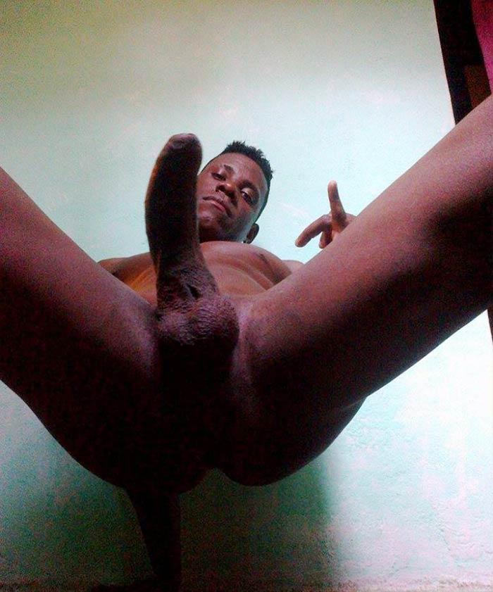 Negros Dotados: macho da quebrada mostra cu e pau grande
