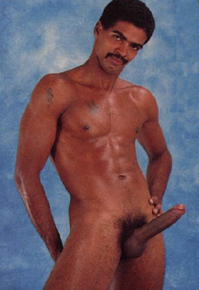 Negros Dotados: homem de bigode nu pau grande peludo