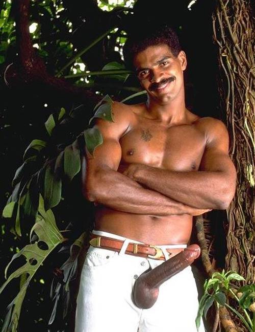 Negros Dotados: homem de bigode pau espada aloprado