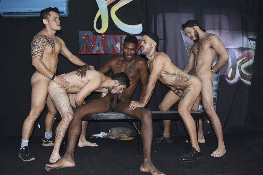 Negros na suruba gay