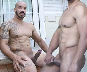 Kadu Machado: careca malhado e seu picão duro uncut
