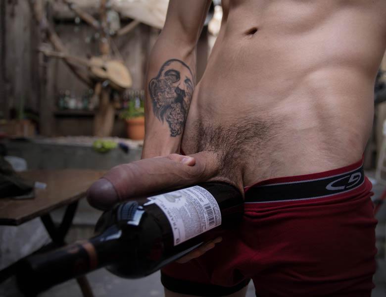 comparando pau grande com vinho