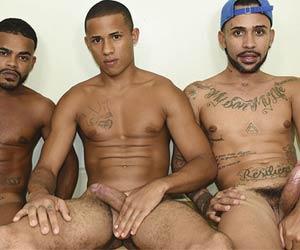 3 caras de pau duro na suruba gay
