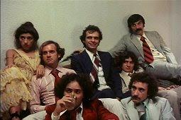 Uma cena do filme, na foto Regina Casé, Luis Fernando Guimarães, Alvaro Freire, Daniel Dantas, Alby Ramos