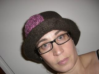 Jättefin tovad hatt