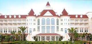 Fachada del hotel en Disneylandia de Hong Kong