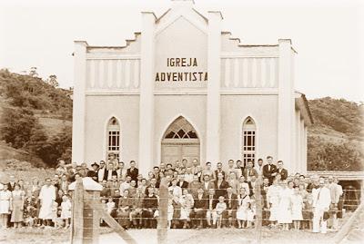 Adolfo Hort ajudou a construir o templo adventista de Corupá, SC