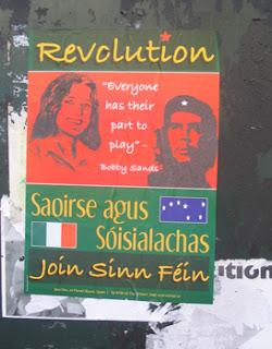 Cartel de Ógra Shinn Féin con la imagen de Bobby Sands y el Che Guevara