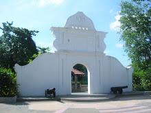 Pintu Gerbang Kacapuri
