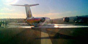 El avión apoyado sobre la panza