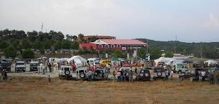 Vista da reunião de land rovers em Segurilla