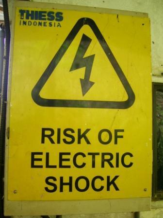 sengatan listrik pada casing pc